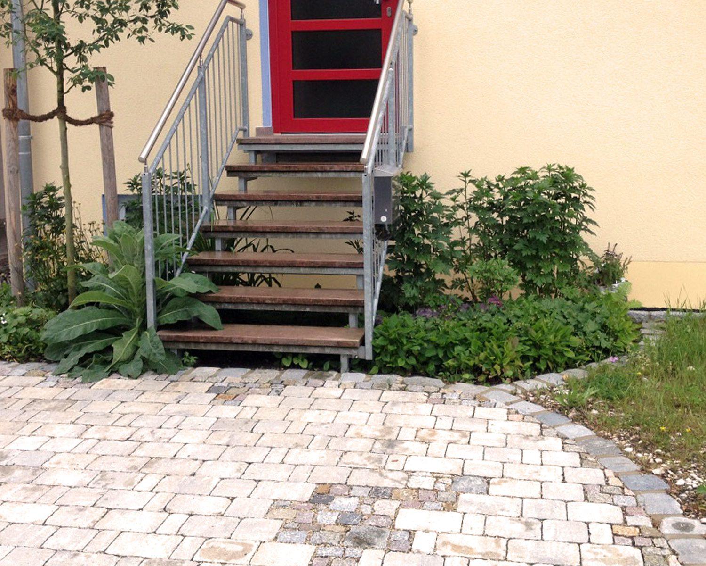 Treppe und Pflaster